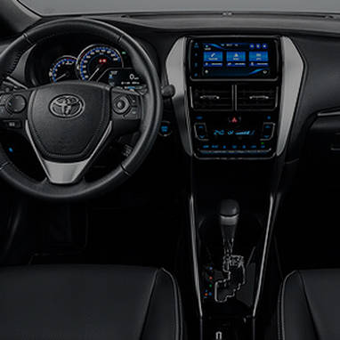 https://www.toyota.com.br/wp-content/uploads/2018/06/tyt_gallery_image_1_104702_yaris-desk_full_INTERIOR1-1-1_w1440h448px.png
