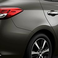 https://www.toyota.com.br/wp-content/uploads/2018/06/tyt_gallery_image_3_104673_SD_yaris-xls-galeria-ext-full-03-DSK_w1440h448px.png