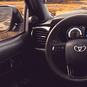 https://www.toyota.com.br/wp-content/uploads/2018/12/tyt_gallery_image_1_110429_Hilux-2020-galeria-int-full-01-DSK_w1440h448px.png