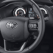 https://www.toyota.com.br/wp-content/uploads/2018/12/tyt_gallery_image_5_110429_hiluxSRX-2019-galeria-int-full-05-DSK-2_w1440h448px.png